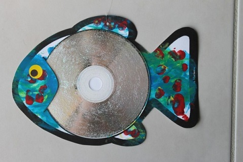 Fish wall hanging out of waste cd for kids