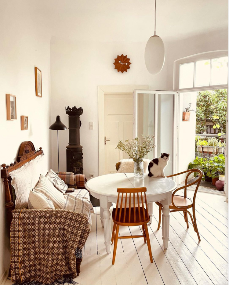 A Warm and Relaxed Artists Home Full of Vintage Finds
