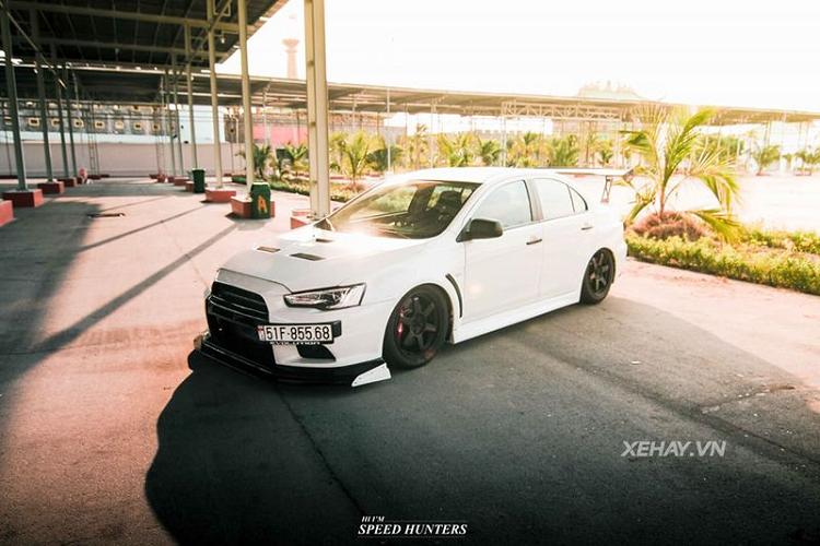 Hàng hiếm Mitsubishi Lancer Evolution X khoe dáng ở Sài Gòn