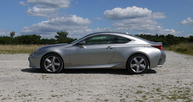 Lexus RC 300h side view