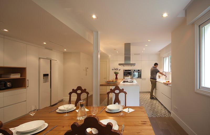Una cocina abierta y multifuncional en Madrid - Santos Brezo