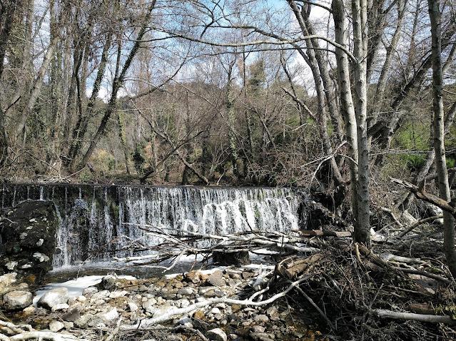 Cascada pequeña en la Senda de las Cascadas del Hervidero