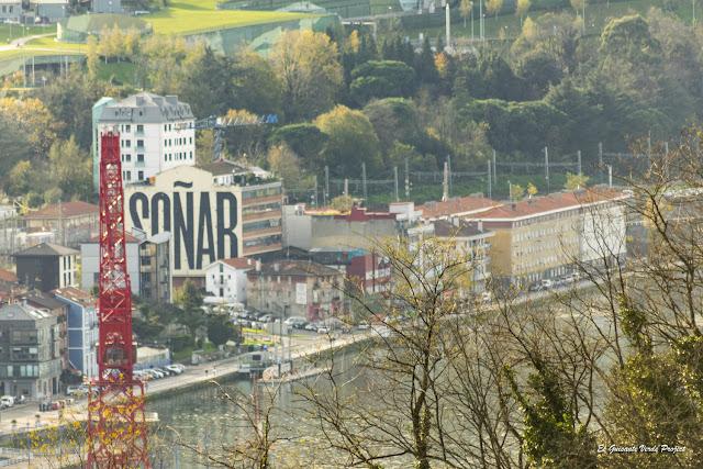 Mural Soñar, por SpY - Bilbao, por El Guisante Verde Project