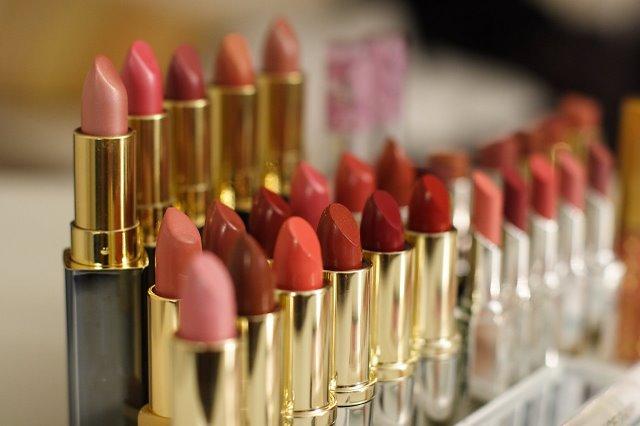 Bunda Harus Tau!! INI DIA Daftar Lipstik yang mengandung Timbal