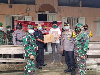 TNI-POLRI bersama Tionghoa Singkep barsatu Melaksanalan Bhakti Sosial dalam Rangka Penanganan Covid-19.