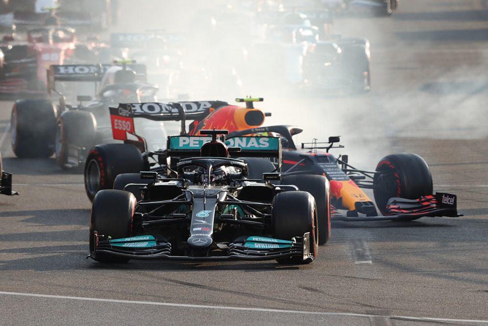 Hamilton revela mudanças no 'botão mágico' após o problema de reinicialização de Baku, mas insiste 'Não considero isso um erro'