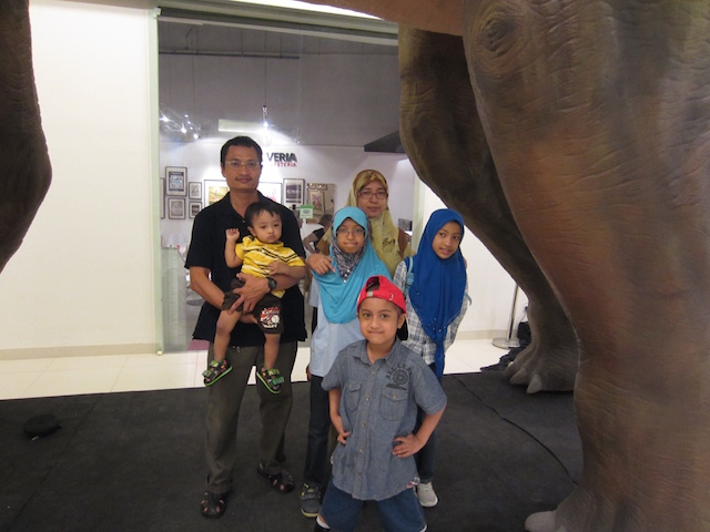Nik Alik Irfan ( foreground wearing a red cap ) posing with his family at Dinoscovery by Dinosaurs Live! in Avenue K Shopping Mall, KL