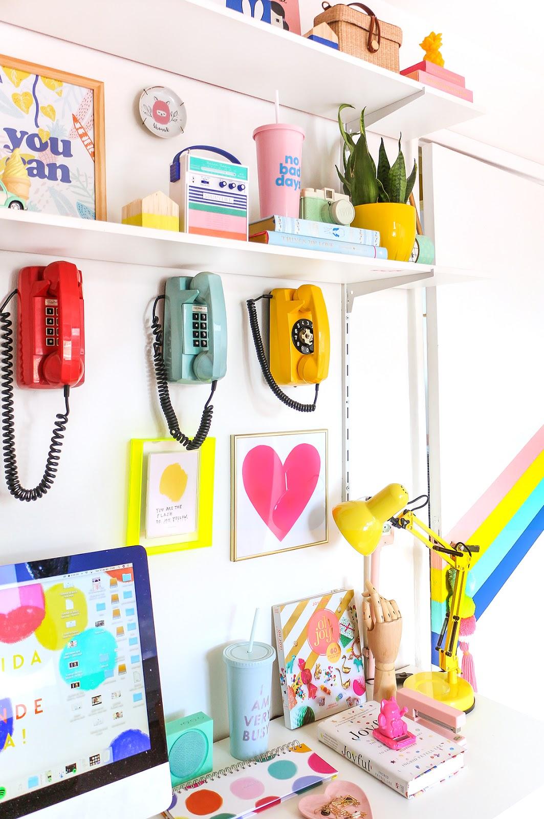 telefone retro tijolinho colorido de parede