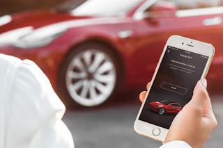 La conectividad también tiene inconvenientes: la app de Tesla se cae y deja a conductores sin poder abrir sus coches