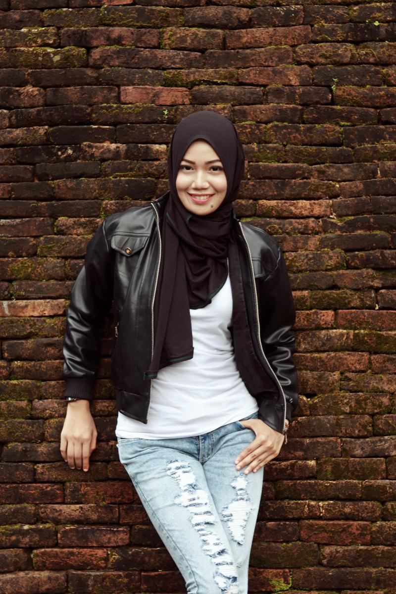 Padu pada jeans Model Cantik dengan Jilbab Trendi hijab casual dian pelangi