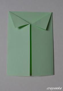 kartka z rogami zagiętymi w kształcie kołnierzyka
