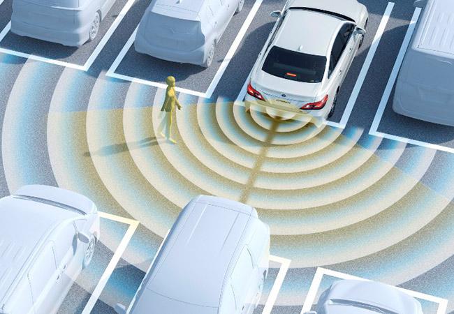 Tinuku Toyota's new Crown detects pedestrians behind