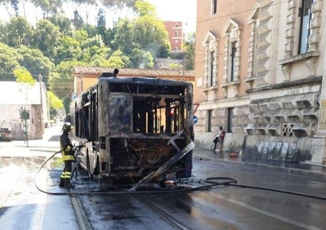 Atac: flambus a Piazzale della Marina. È il settimo del 2021