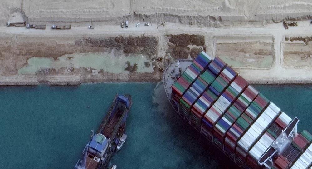 قناة السويس تبعث برسالة إلى العالم بعد أسبوع من إعادة فتح المجرى الملاحي