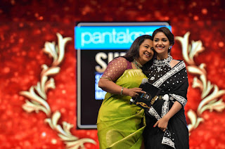 Keerthy Suresh Receiving Best Actress Award for Mahanati at SIIMA Awards 2019 3