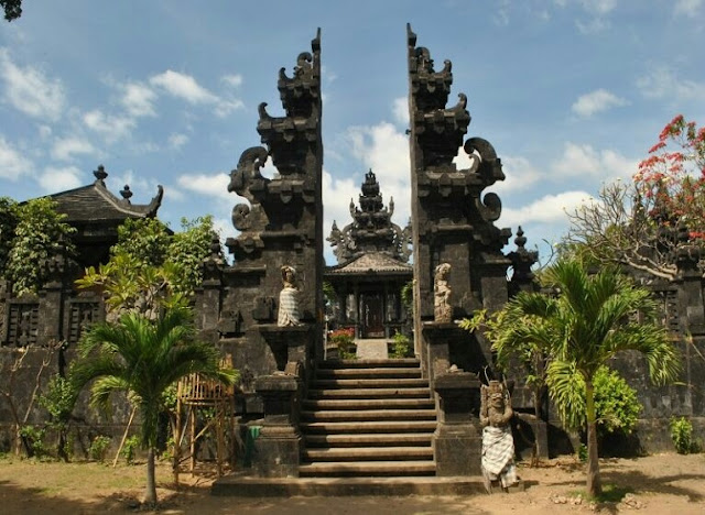 traditional houses in indonesia