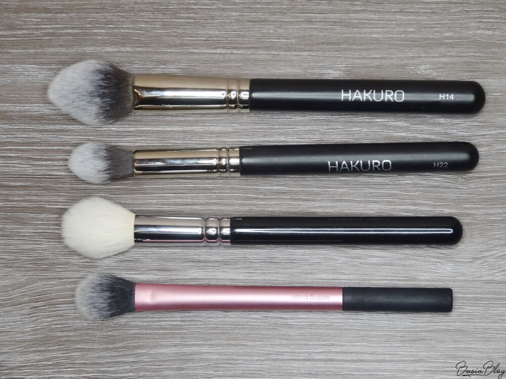 Hakuro H14, Hakuro H22, Zoeva 105 Luxe Highlight, Real Techniques Setting Brush