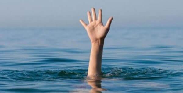 Χαλκιδική: 67χρονη ανασύρθηκε χωρίς τις αισθήσεις της από τη θάλασσα- Την επανέφεραν στη ζωή μέλη του ΟΦΚΑΘ