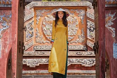 Hình ảnh: Áo dài vải lụa satin  họa tiết thêu tay