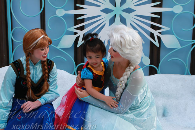 Frozen elsa anna at hong kong disneyland xoxo mrsmartinez she must be so amazed that she got to meet the characters that she had only seen on tv m4hsunfo