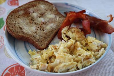 Desayuno con pan low carb