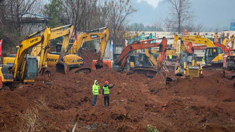 Ratusan Truk, Traktor, dan Eskavator Kebut Pembangunan RS Corona di Wuhan