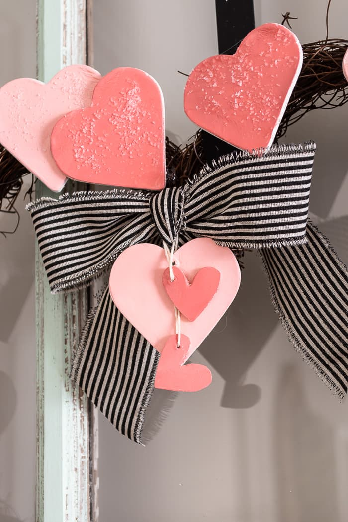 striped bow and hearts on wreath