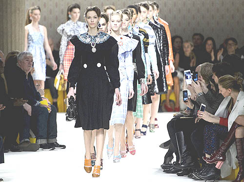 Sepatu Wanita Terbaru Trend 2016