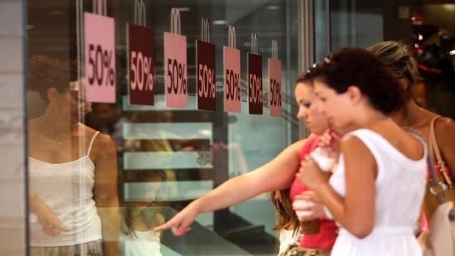 Πτώση του τζίρου στις εκπτώσεις κατά τον Εμπορικό Σύλλογο Αθηνών
