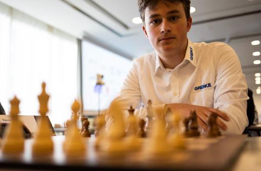 Le jeune joueur d'échecs Vincent Keymer (17 ans, 2607 Elo) peut se mordre les doigts - Photo © Le site officiel