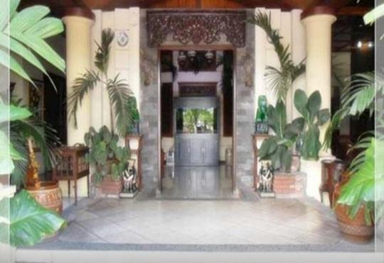 Hotel Yang Kedua Adalah Mandala Putri Ini Juga Terletak Di Pusat Kota Malang Dan Memiliki Akses Mudah Ke Tempat Keramaian Seperti