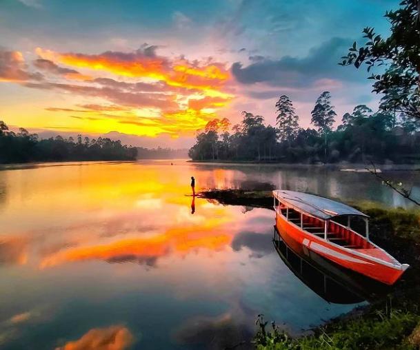 Situ Cileunca Pangalengan - Wisata Danau Alami Di Bandung Selatan