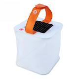 lampe solaire gonflable camping en famille