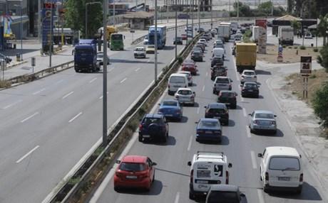Η μεγάλη απόδραση: Αυξημένη η κίνηση σε εθνικές οδούς και λιμάνια