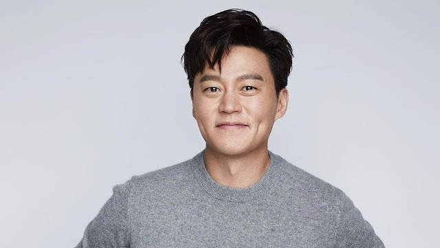 Praised For Having a Very Fragrant Body, Lee Seo Jin Smiles Shyly