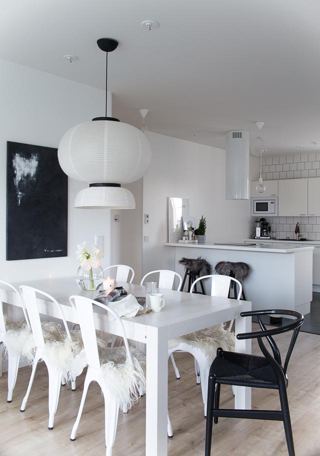 ruokailutila, Villa H, sisustus, istuintaljat, amaryllis, tolix, y-tuoli