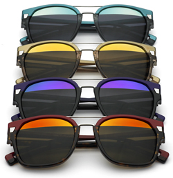 9ff386606a372 A nova grife teve seu nome inspirado nos óculos escuros de estilo esportivo  usados então pelos policiais norte-americanos.
