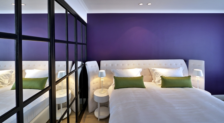 Purple wall in Hotel Indigo in Tel Aviv