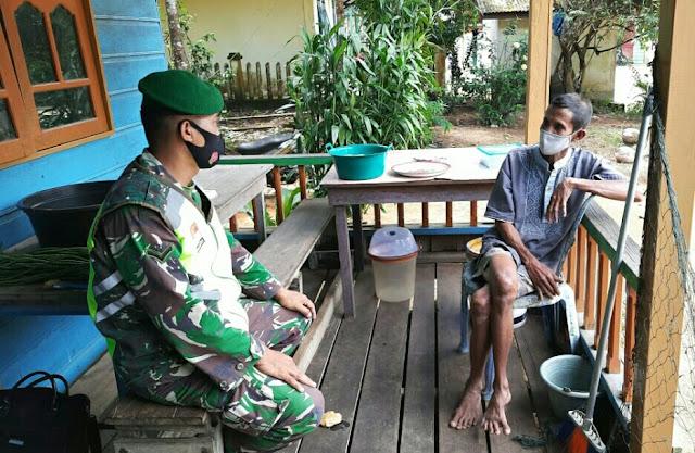 Babinsa Andi Hakim Lakukan Komsos Dengan Warga Desa Suleman dan Mengimbau Warga Melakukan Vaksinasi