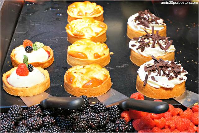 Pasteles en la Zona de Comida de La Place en Amsterdam