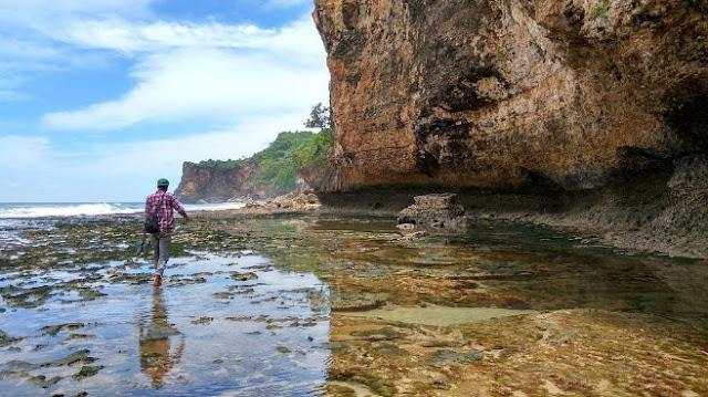 batu-karang-pantai-ngunggah