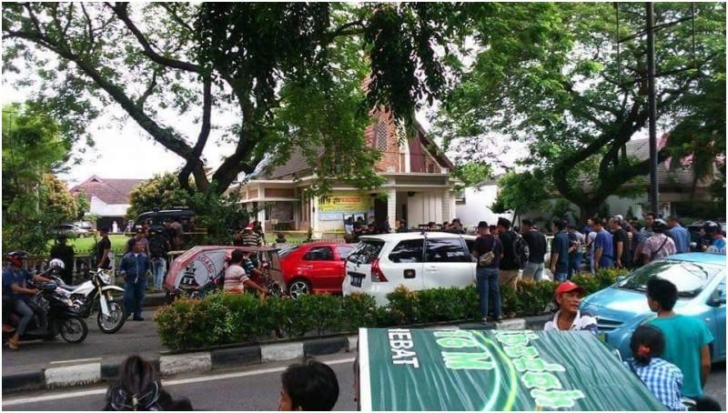 Suasana Gereja Santo Yoseph, Medan usai terjadi bom
