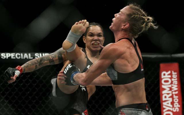 Baiana Amanda Nunes nocauteia Holly Holm e faz história no UFC