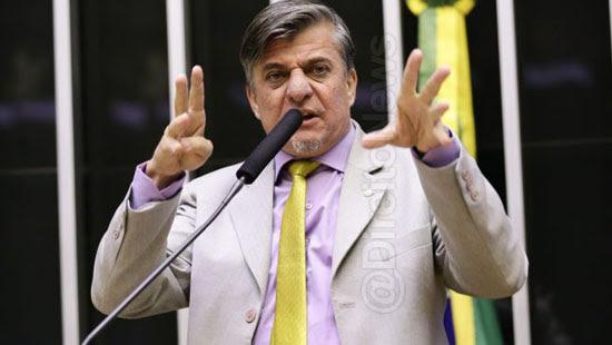 deputado projeto amputar maos politicos corruptos