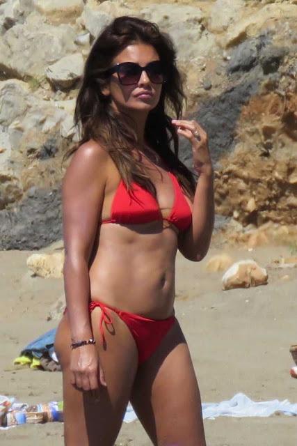 Actress Mónica Cruz Cleavage and Navel Actress Trend