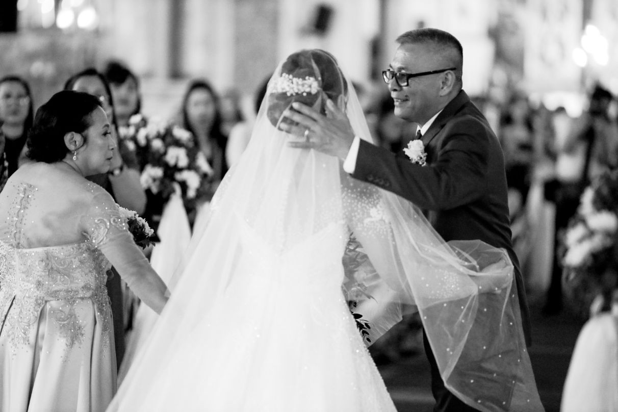 Bride refuses to walk down the aisle without dad who had parking troubles outside the church