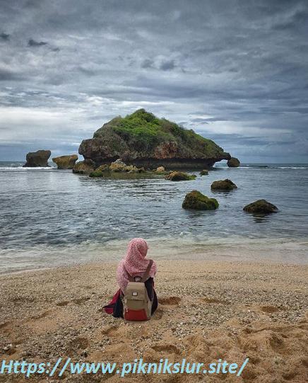 tempat wisata pantai sundak