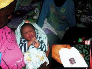SUBHANALLAH.. Bayi Di Nigeria Ini Lahir Dengan Al Quran Di Tangan