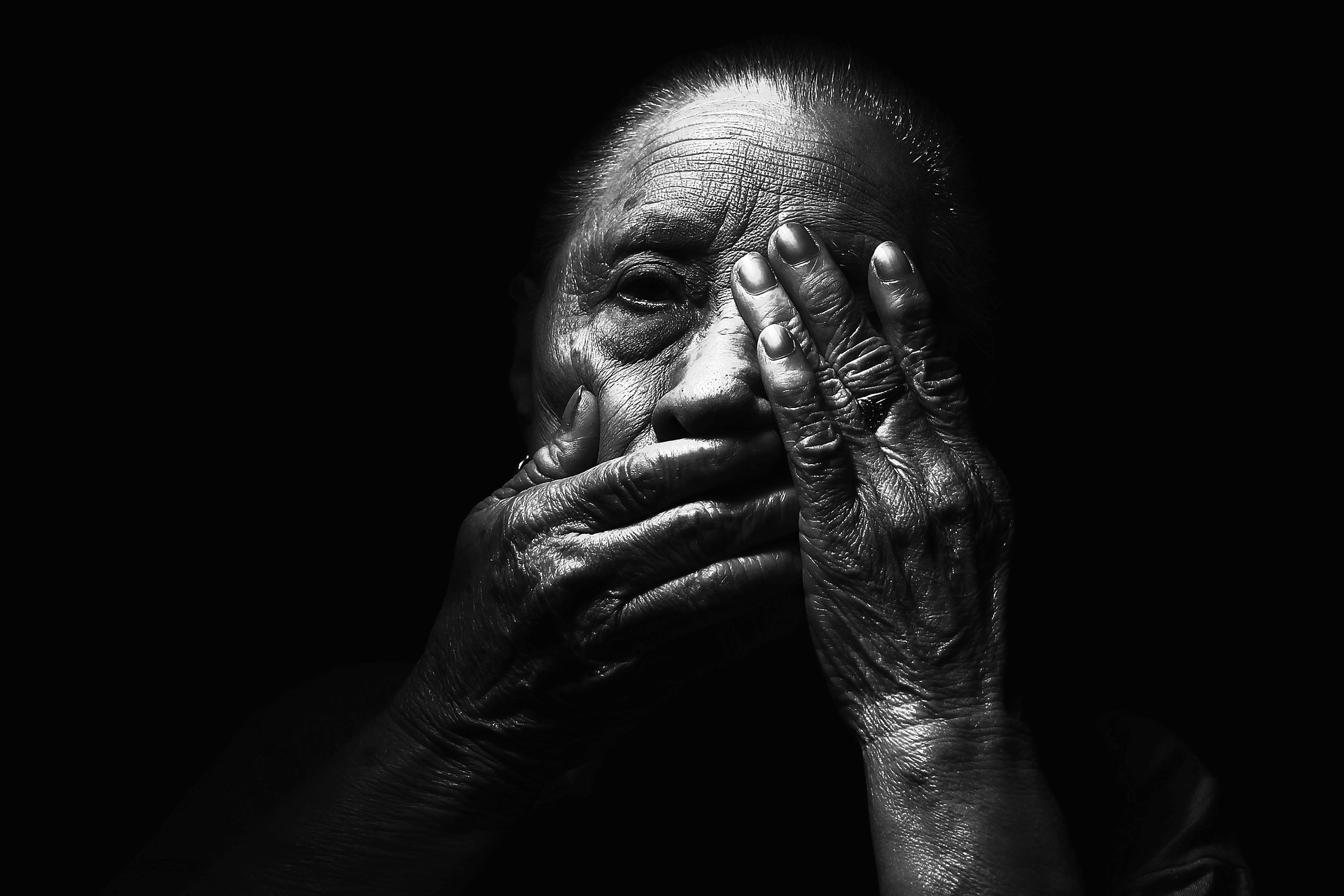 Objetivando o período em que a humanidade está passando em razão da pandemia da Covid-19, houve um aumento significante nos casos de violência patrimonial do idoso (disque denúncia 100 – dados do Ministério da Mulher, da Família e dos Direitos Humanos), sendo o percentual de crescimento em 2019 de 19% e no ano de 2020 o aumento foi ainda maior.