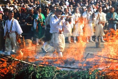 Hiwatari Matsuri Festival Berjalan Di Atas Api